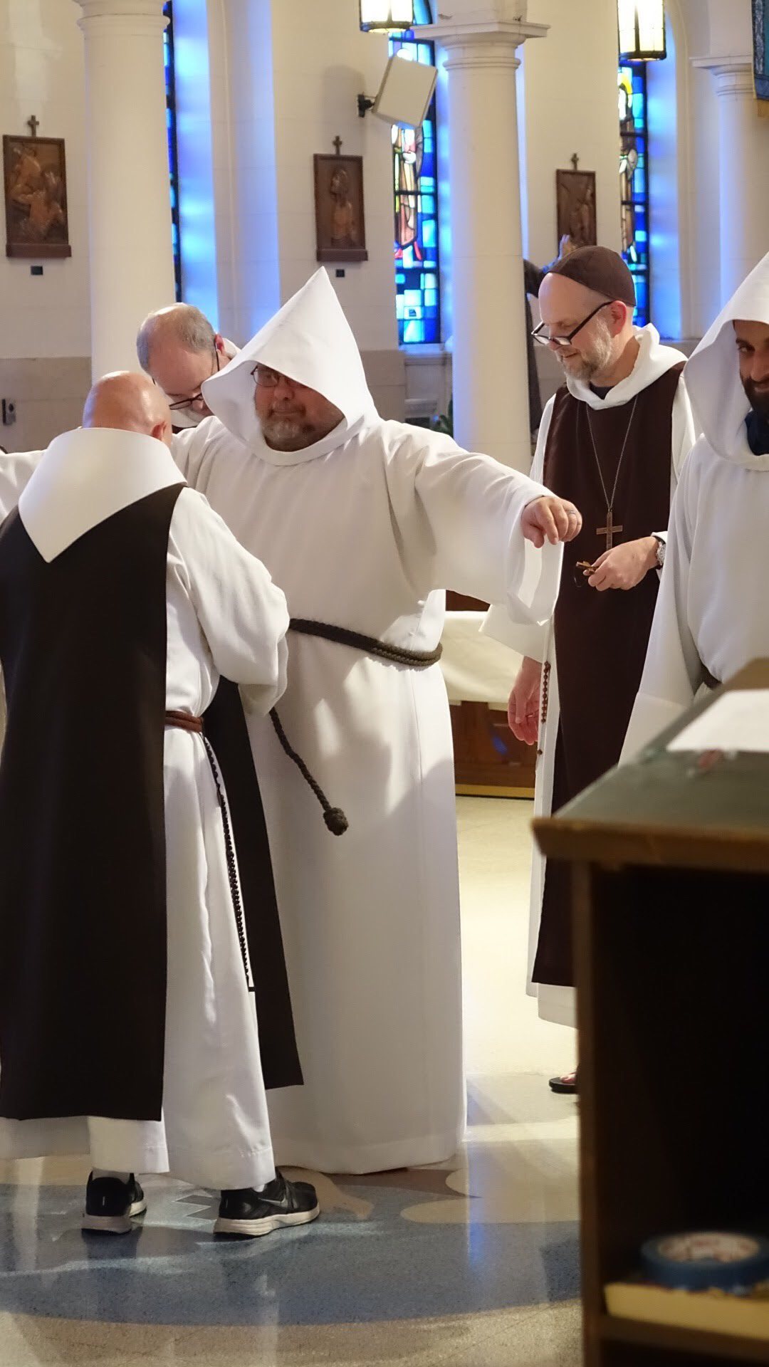 Clothing of novices
